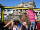 (9) (2009-08-19) im Sightseeing-Bus vor dem Brandenburger Tor in Berlin 045